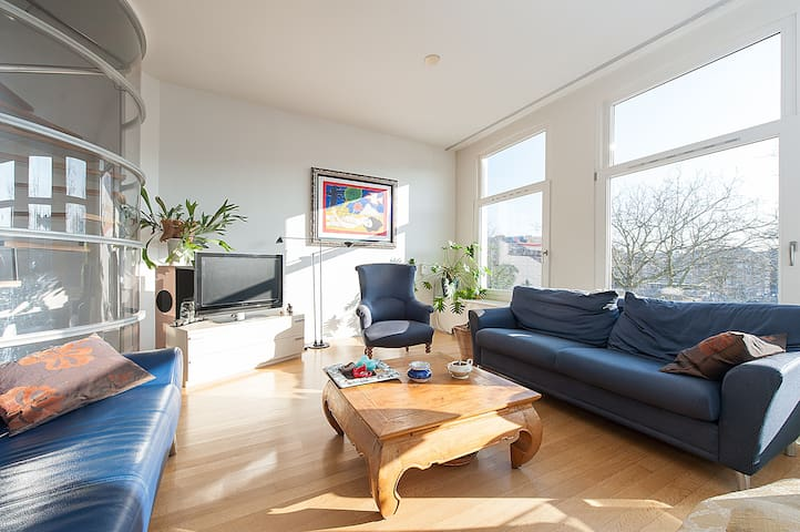 Lovely Canal View Apartment
