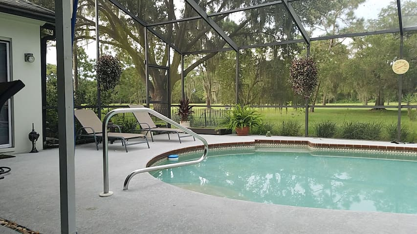 Private Suite - 2 Bedrooms 1 bath near I-75 & I-4