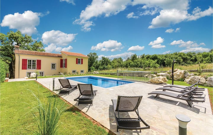 Awesome home in Lupoglav with WiFi and 3 Bedrooms