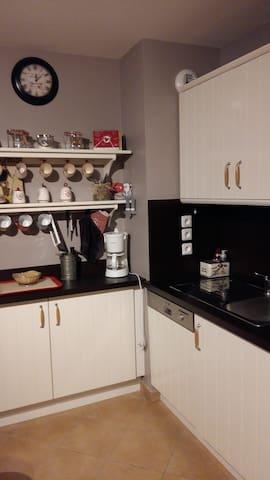 une cuisine avec de la place!