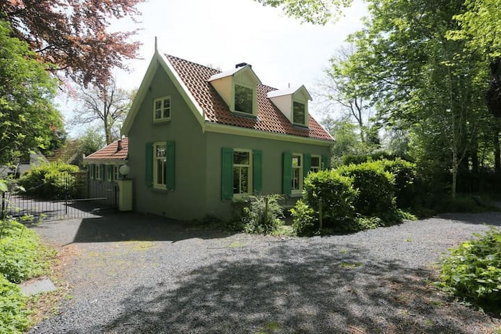 Unique, renovated villa at the edge of Bergen, near the forest & Bergen aan Zee