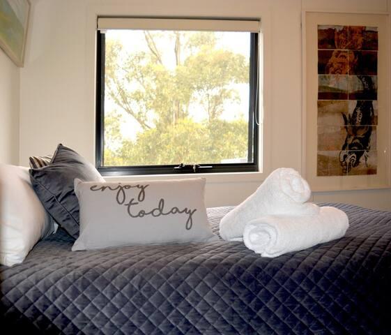 Second queensize bedroom