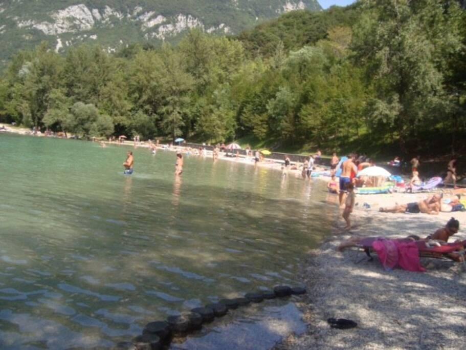 Spiaggia al lago
