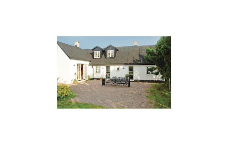 Holiday cottage with 3 bedrooms on 91 m² in Abbekås