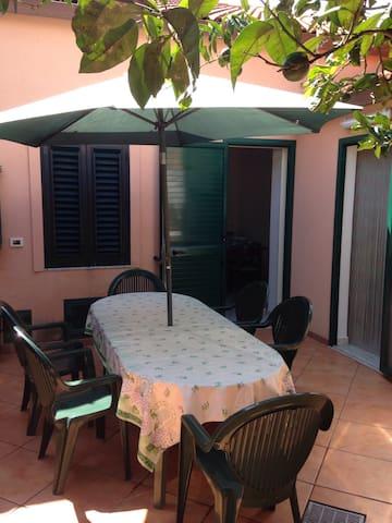 Casetta indipendente con giardino - Rometta Marea