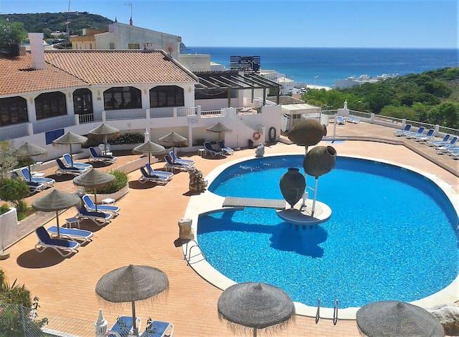 Apartamento T1 fantástica vista piscina e mar