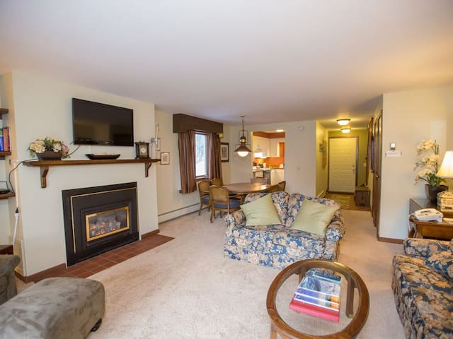 Book Winter in Stowe! Spacious 2BR Close to Resort