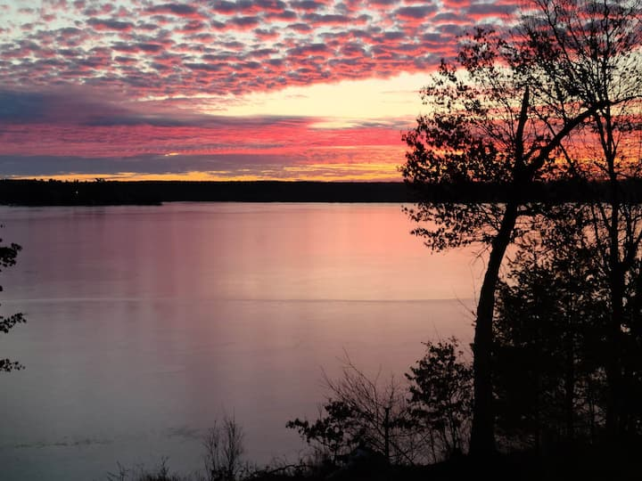 Quiet Lakefront Cabin only 1.5 hr from Twin Cities