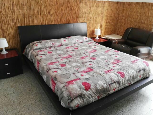 Bari centro, private room (1) balcony -Wi-Fi