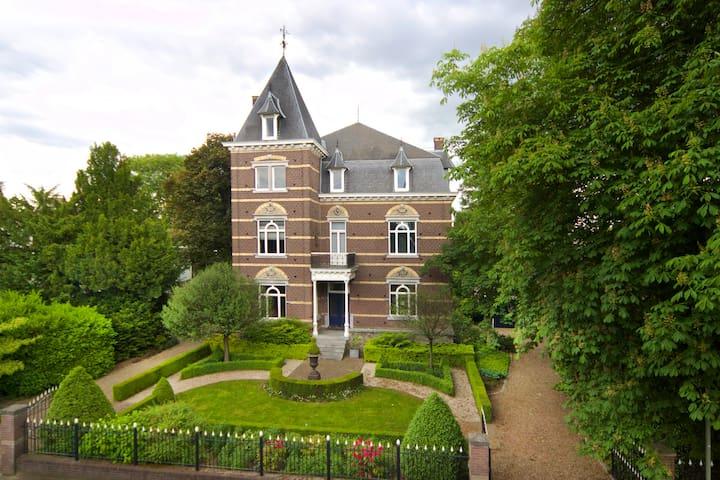 Monumentale 'design' villa dichtbij Maastricht - Eijsden