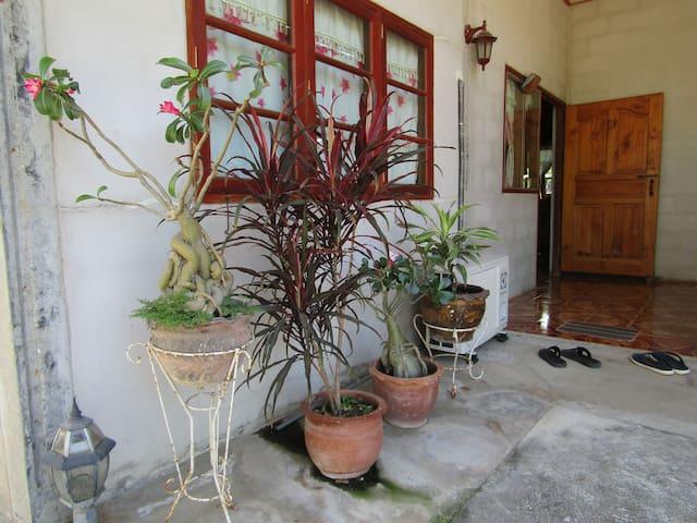 ชุมชนท่องเที่ยว OTOP นวัตวิถี บ้านโคกน้ำเกลี้ยง