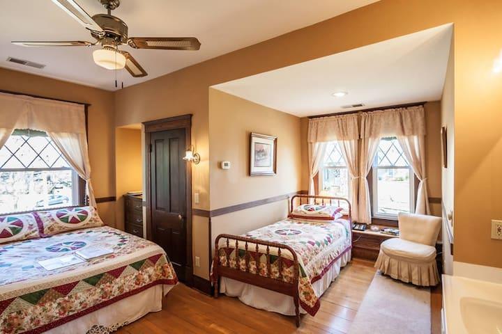 Stonewall Jackson Inn - Sherman Room