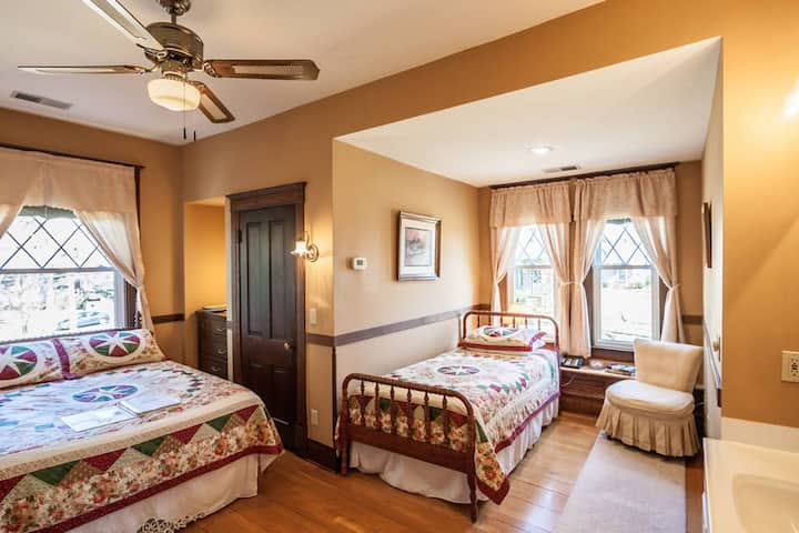 Friendly City Inn - Appomattox Room