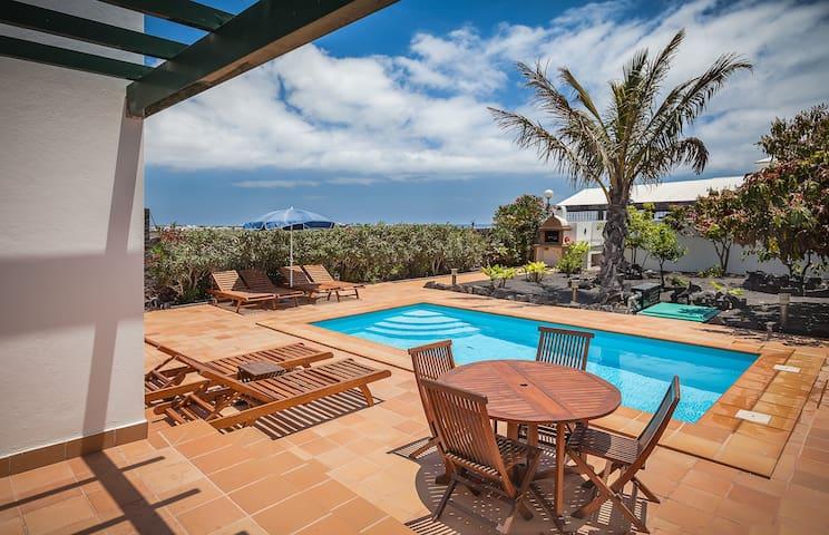 Villa tranquila en Playa Blanca con piscina priv.