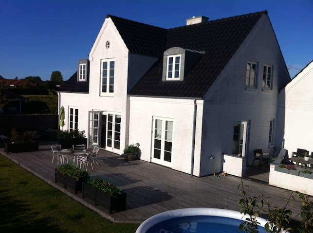 Liebhaver villa close to CPH - Tølløse - House