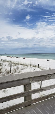 2 Story FWB Condo Sleeps 8 Only 450' to the BEACH!