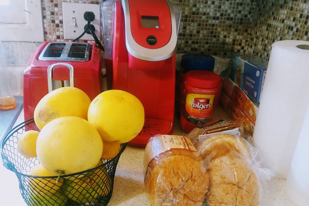 """Coffee, tea, bread and 4 types of orange county citrus grown right here in """"our backyard!"""" Also, orange juice, milk and water in the refrigerator! (Included.)"""