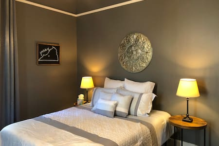 Private Room in Historic downtown Lynchburg