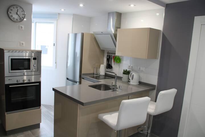 Apartamento nuevo en Renfe/Centro. Parking gratis