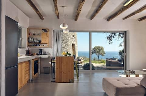 Ibid 1-Bedroom Holiday House with sea views