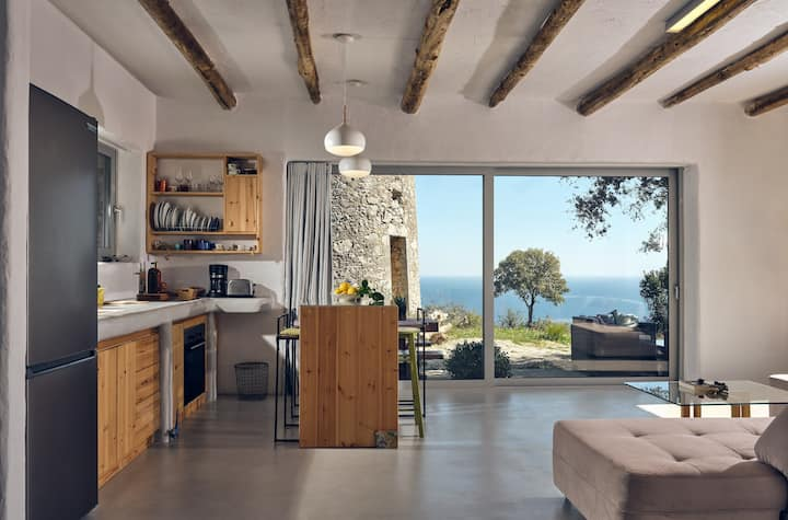 Ibid 1-Bedroom Holiday House with sea views