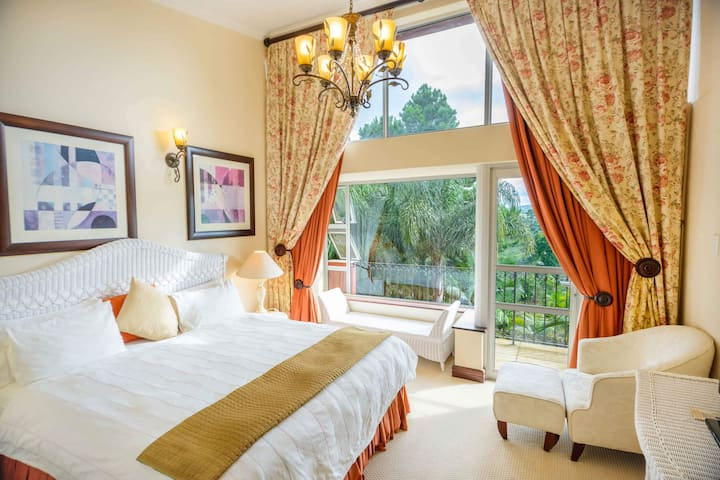 Deluxe 1 bed Breakfast included - Mac Atini