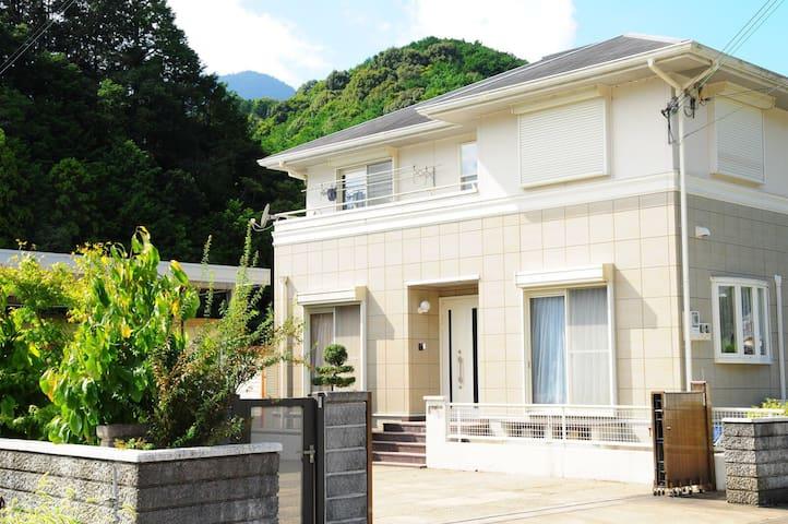 House near Nachi waterfall 那智の滝 - 東牟婁郡那智勝浦町 - Hus
