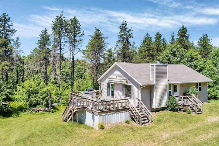 Beautiful newer cabin with direct trail access!!!