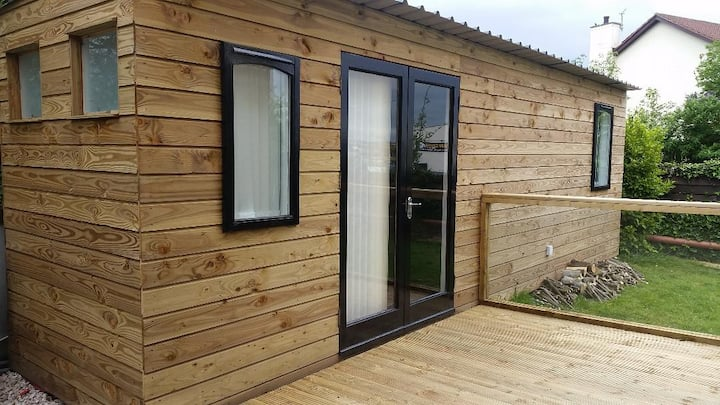 Private cabin for up to 4 people. Near city centre