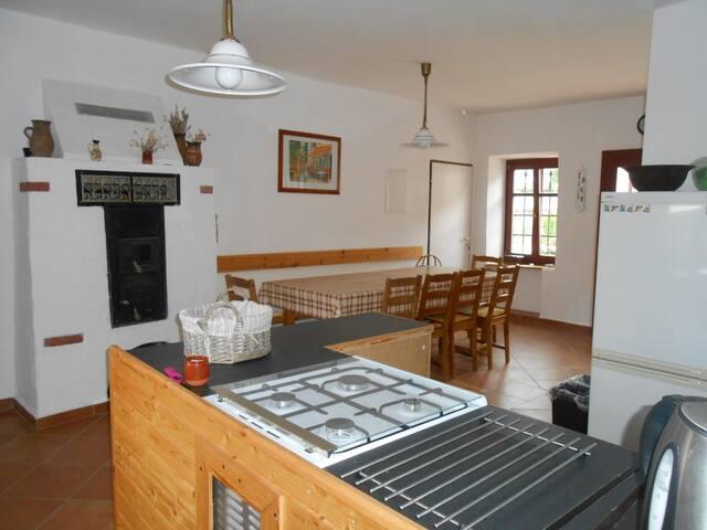Bruderhaus szállás / Rádzsa ház - Vöröstó - House