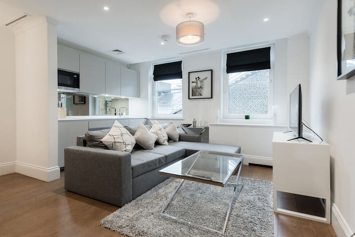 Luxury Covent Garden Apartment with Concierge / AC