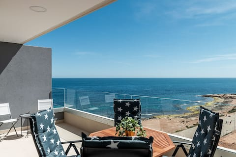 Seafront  luxury aparment with panoramic seaview