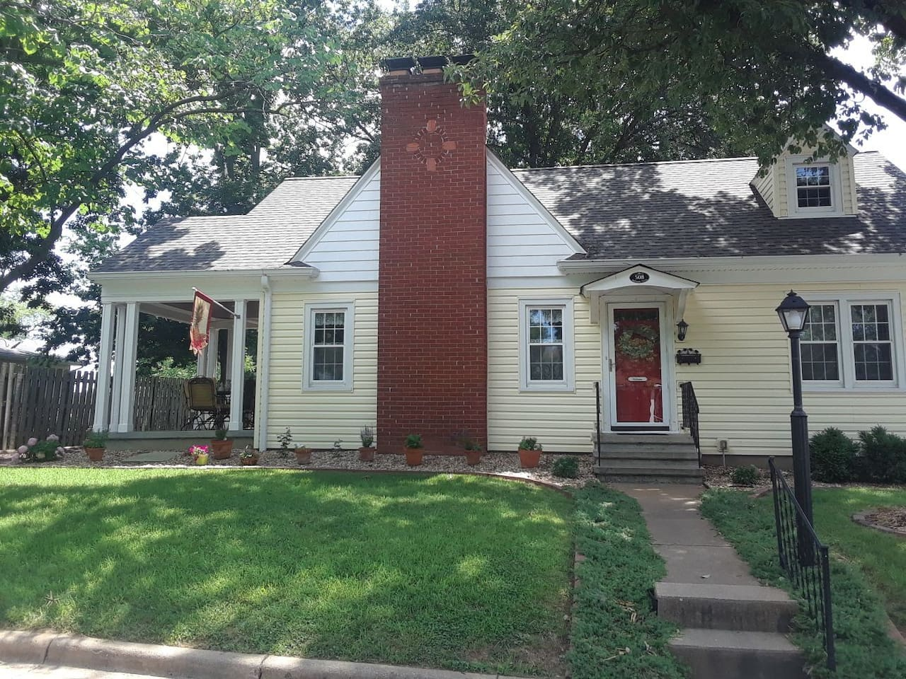 Pheasant Hill Guest House is on a corner lot in a quiet residential neighborhood. The neighbors are welcoming and take pride in their homes and landscaping.