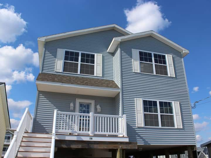 Waterfront 5BR 2.5 BTH Near LBI Beaches-Boat Dock