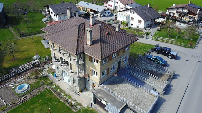 Moderne, gemütliche Unterkunft mit Panoramablick - Zillis-Reischen - Apartment