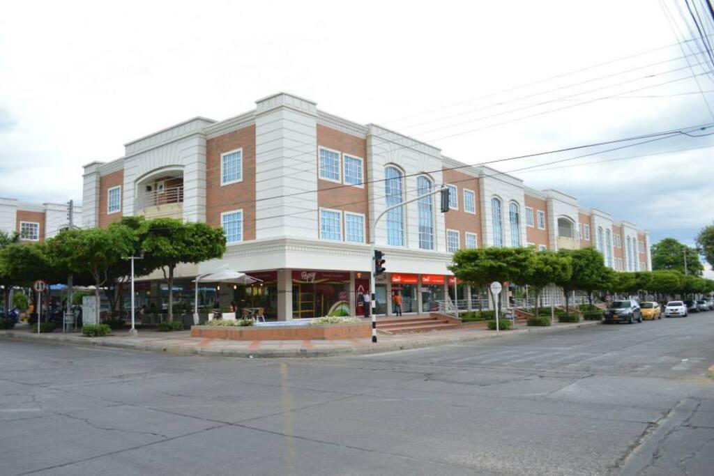 Orbe Plaza Building/Edificio Orbe Plaza