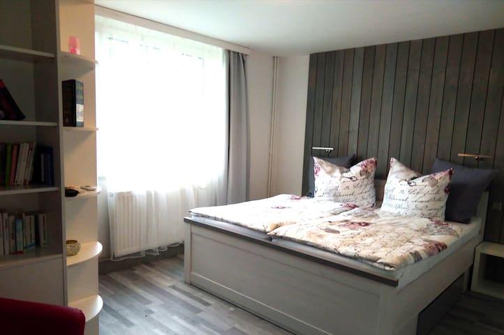 Schlafzimmer 1 mit neuem Doppelbett