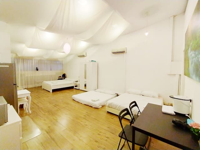 Bright Airy Spacious 5M Ceiling, 3mins walk to MRT
