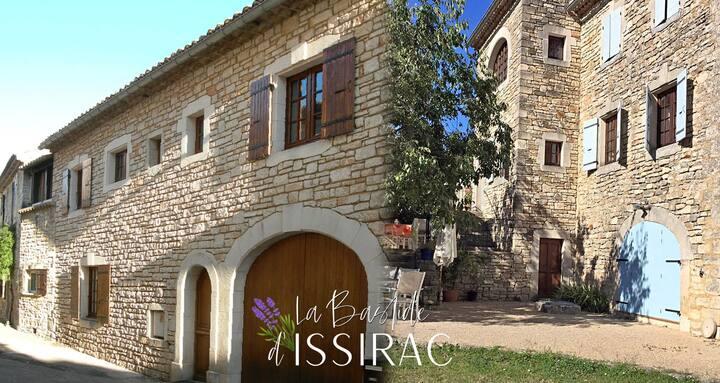 Typique Bastide provencale en Ardèche - Gard