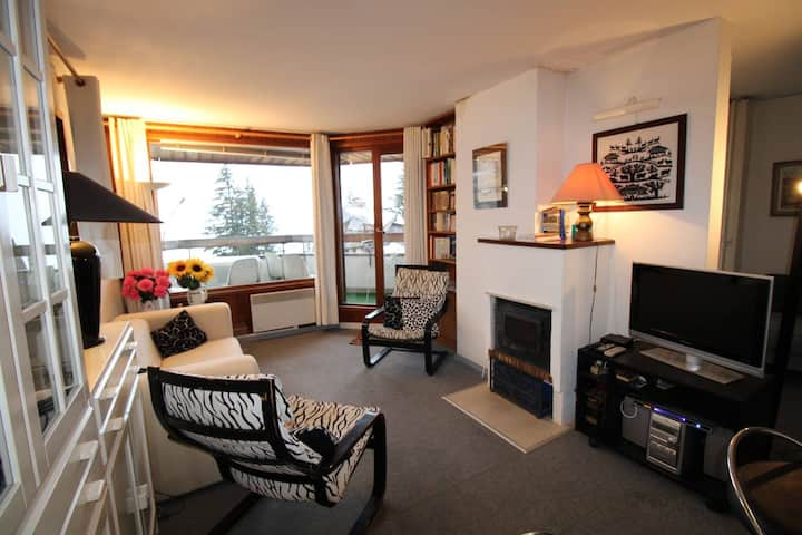 Large 2 room well situated. Very nice view and good exposition.