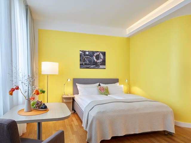 Living in BERLIN - Spacious rooms with kitchenette