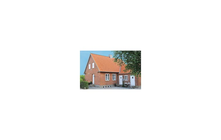 Holiday cottage with 2 bedrooms on 70 m² in Ribe