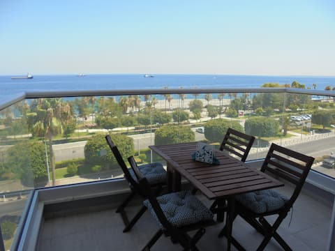 HEART OF LIMASSOL - Panoramic views- sleeps  6