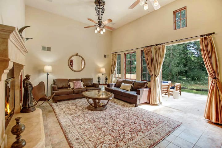 Spectacular Five-Acre Estate w/ a Private Pool, Pool Spa, Pond, Free WiFi, & A/C