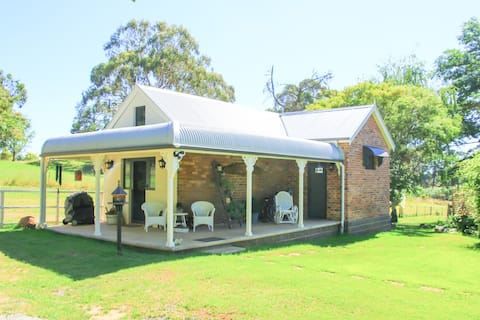 Melaleuca Cottage - romantic  luxury close to town
