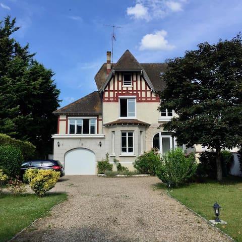 Belle maison de famille, 1h de Paris, 5 mn Giverny