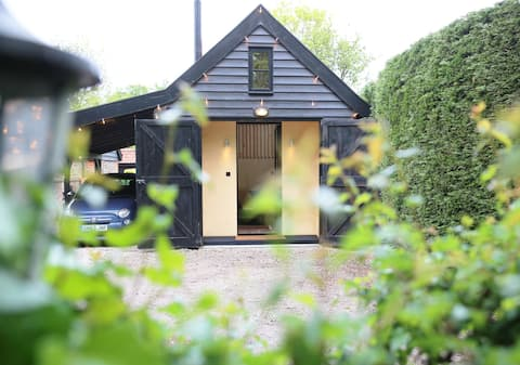 High-spec luxury lodge house, ideal for couples.