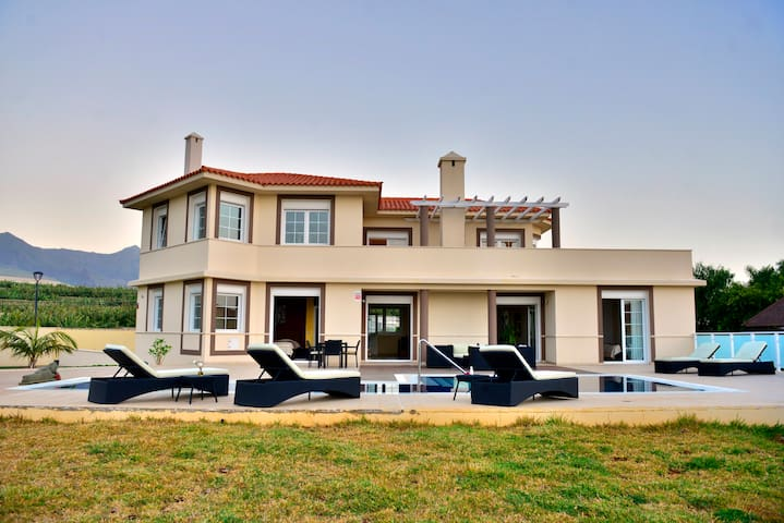 Villa Dhanvantari private pool coast area