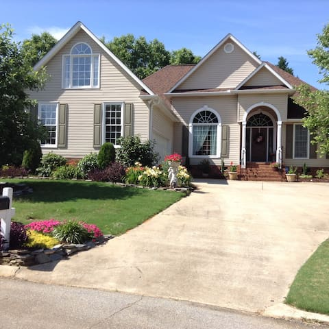 Executive style home, close to GSP airport