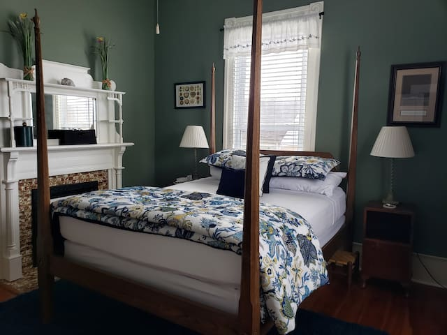 Cottage Room - Pecan Tree Inn